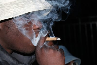 Frankreich: Wirtschaftsanalysten empfehlen Legalisierung von Cannabis